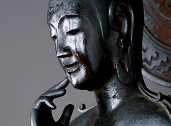 中宮寺本尊 国宝菩薩半跏像(寺伝如意輪観音) 左からのお顔の画像